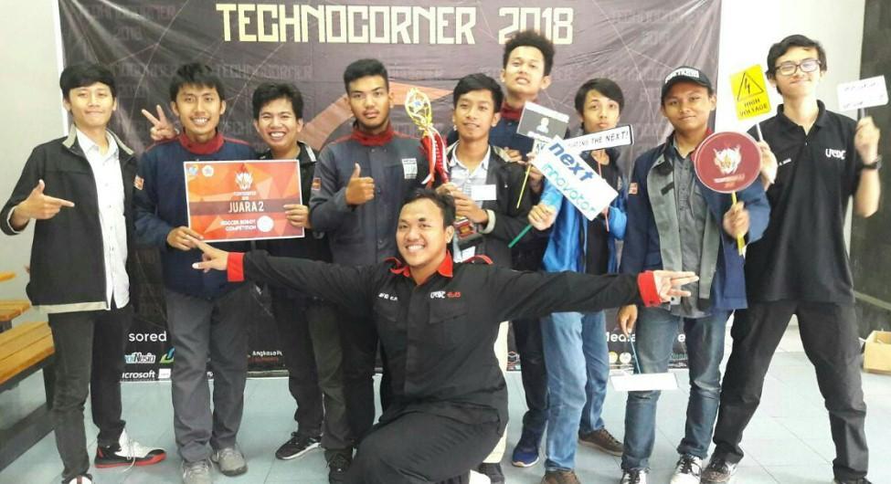 Tim Robot Teknik Mesin & Teknik Elektro Juara 2 Soccer Robot Competition Tecnocorner 2018